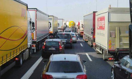 54% begrüßen neue Geldbußen für Blockierer von Rettungsgassen