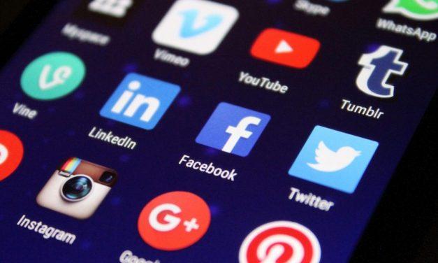 43% lehnen Präsenz deutscher Politiker bei Facebook, Twitter & Co. ab
