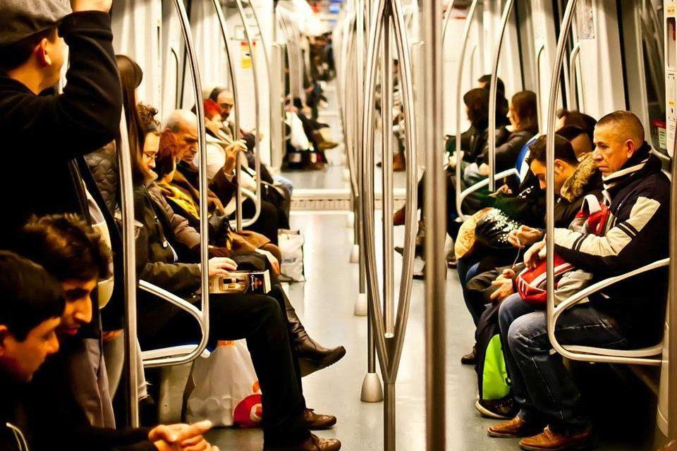 48% wollen Ess-Verbot für alle Speisen in öffentlichen Verkehrsmitteln