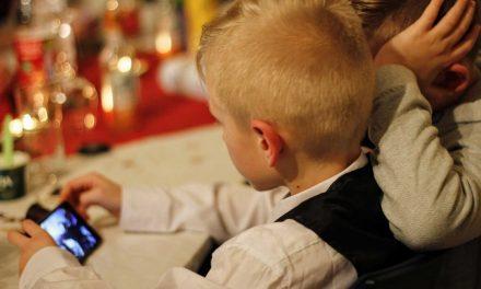 37% sehen Kinder ab 12 Jahren Mindestalter reif für ein Smartphone