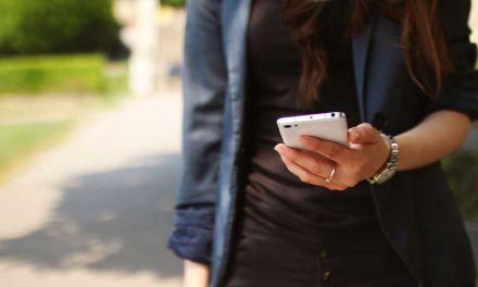 50% würden Corona-Tracing-App auf Smartphone installieren