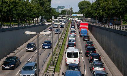 60% lehnen flächendeckende Pkw-Maut und höhere Anwohner-Parkgebühren ab