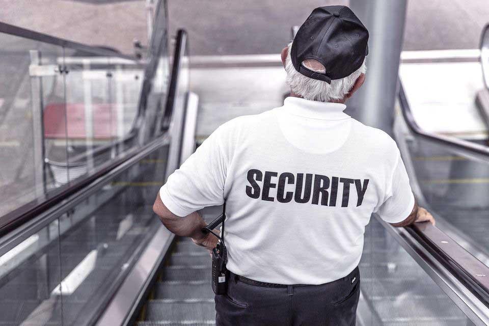 48% befürworten Übertragung von Corona-Kontrollen an private Sicherheitsfirmen