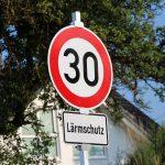 52% lehnen innerstädtisches Tempolimit von 30 km/h in Deutschland ab