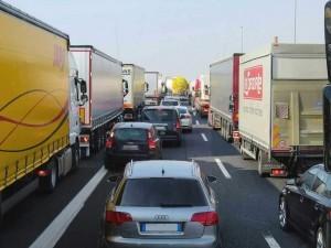 Autobahn-Rettungsgasse-blockiert