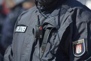 Polizist-mit-Bodycam-am-Koerper