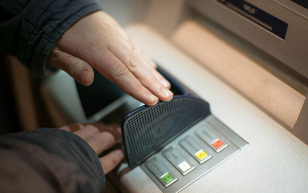 85% möchten nicht auf Geldautomaten verzichten und weiter bar bezahlen