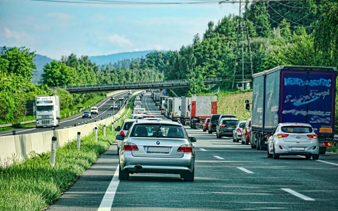 47% wollen höhere Bußgelder und längere Fahrverbote bei Missachten von Rettungsgassen